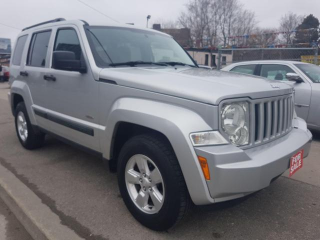 2009 Jeep Liberty Sport - EXTRA CLEAN - 4X4 - SUNROOF - AUX - ALLOYS