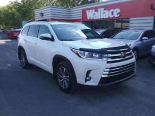 Used 2017 Toyota Highlander XLE AWD V6 Leather Sunroof NAV *SOLD* for sale in Ottawa, ON