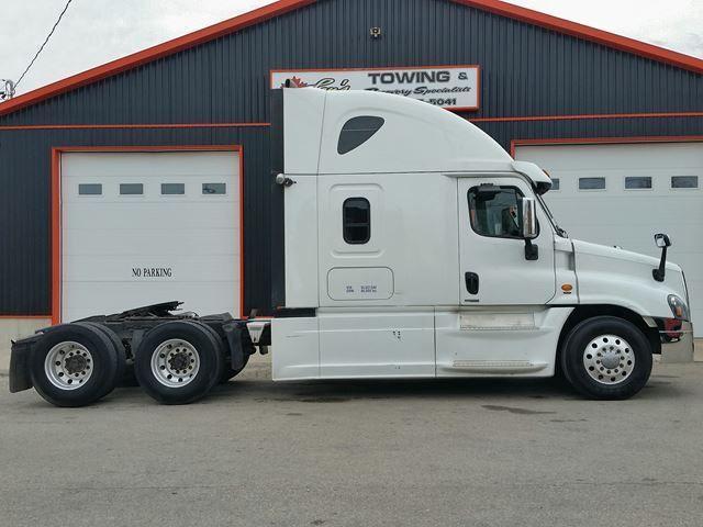 2016 Freightliner Tractor Dynamax Cascadia Evolution Sleeper