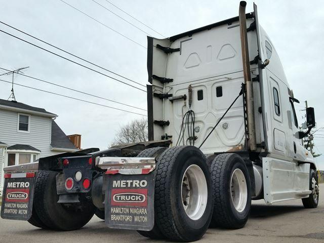 2016 Freightliner Tractor