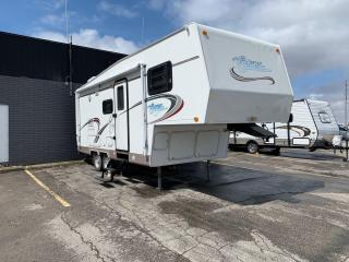 Used 2004 Citation Fifth Wheel 23.5 LG**GREAT CONDITION**5TH RV TRAILER** for sale in London, ON