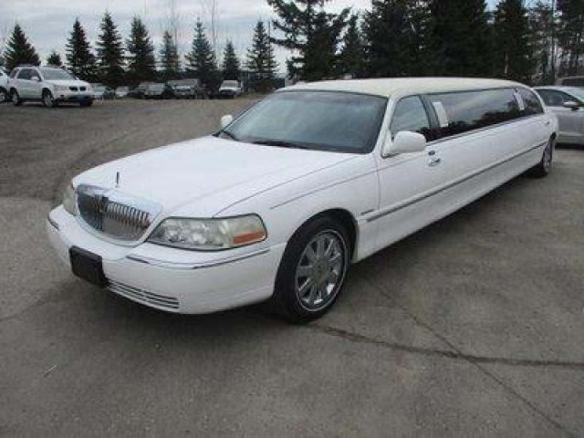 2004 Lincoln Town Car PEOPLE MOVING TOWN-CAR MODEL 11 PASSENGER 4.6L - V8.. LEATHER.. IN-SEATING BAR.. POWER DIVIDER.. POWER PEDALS.. DUAL TV SCREENS.. DVD PLAYER..