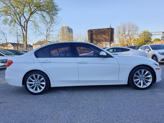 2013 BMW 3 Series 320i xDrive Photo4