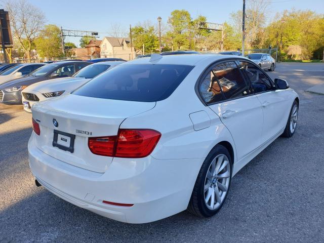 2013 BMW 3 Series 320i xDrive Photo5