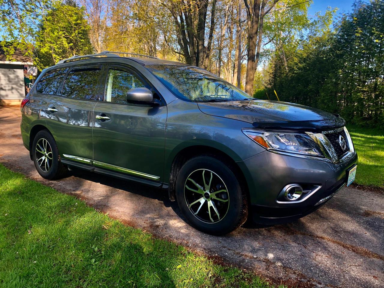2015 Nissan Pathfinder SL with only 45500 km