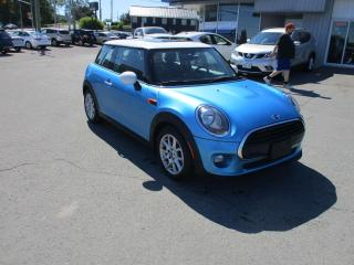 Used 2017 MINI Cooper Cooper LEATHER, SUNROOF, HEATED SEATS, RARE COLOUR!! for sale in Kingston, ON