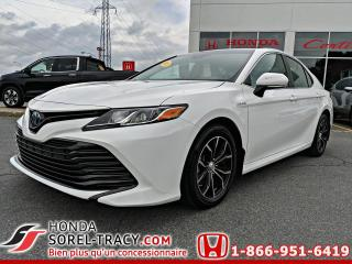 Used 2018 Toyota Camry HYBRID LE HYBRID for sale in Sorel-Tracy, QC