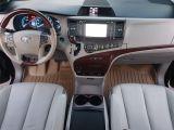 2013 Toyota Sienna XLE Photo42