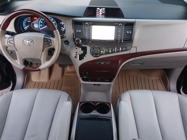 2013 Toyota Sienna XLE Photo10