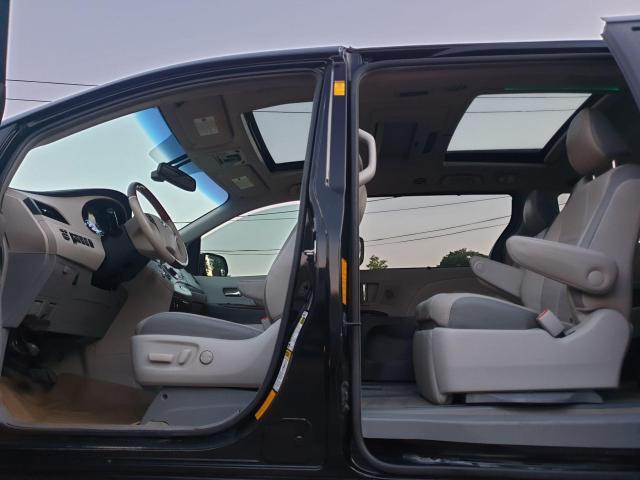 2013 Toyota Sienna XLE Photo18