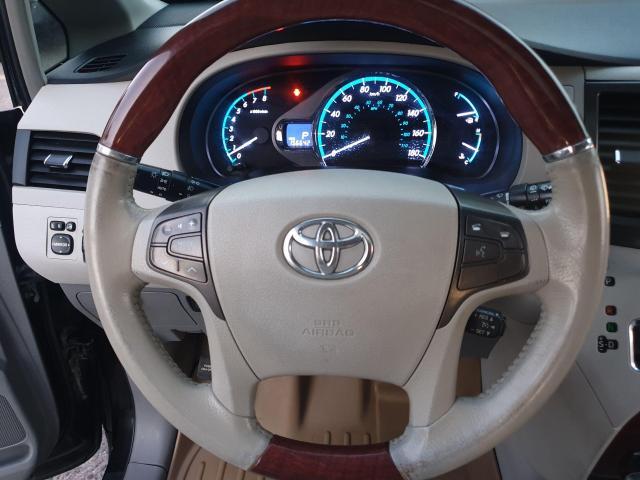 2013 Toyota Sienna XLE Photo21
