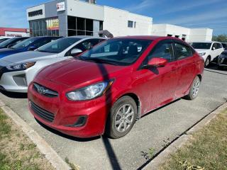 Used 2012 Hyundai Accent Berline 4 portes, boîte AUTOMATIQUE, L for sale in Sherbrooke, QC