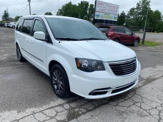 Used 2015 Chrysler Town & Country S for sale in Komoka, ON