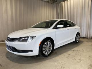 Used 2015 Chrysler 200 Berline 4 portes LX, traction avant for sale in Sherbrooke, QC
