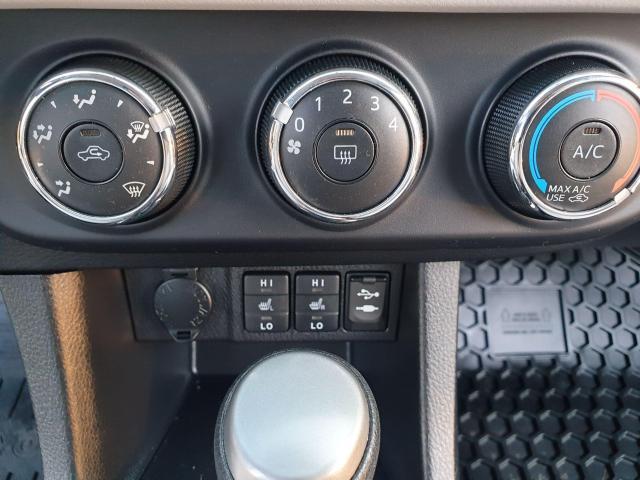2015 Toyota Corolla LE Photo14