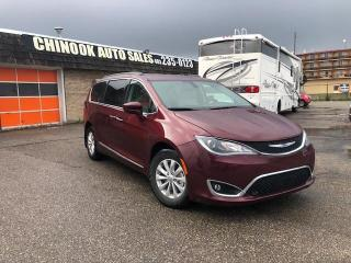 Used 2017 Chrysler Pacifica 4dr Wgn Touring-L Warranty till JUL 2021 $177 BiWeekly for sale in Calgary, AB