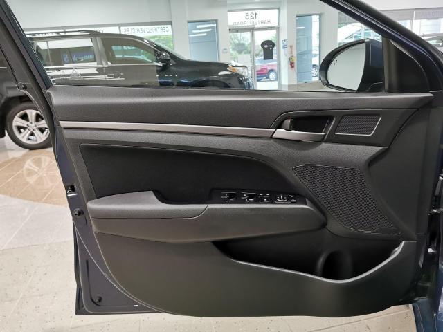2017 Hyundai Elantra GLS Photo10