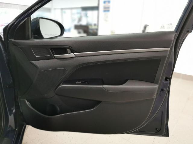 2017 Hyundai Elantra GLS Photo31