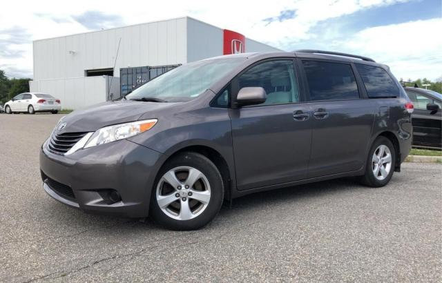 2013 Toyota Sienna LE GOOD CONDITION.