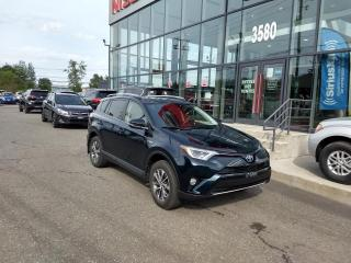 Used 2017 Toyota RAV4 Hybrid XLE AWD TOIT*CAMÉRA*MAIN LIBRE for sale in Lévis, QC