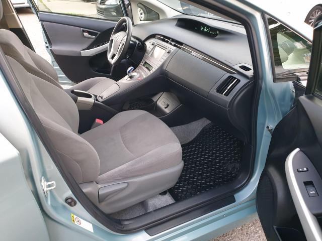 2013 Toyota Prius HB Photo11