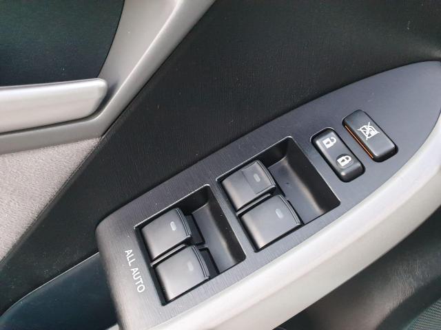 2013 Toyota Prius HB Photo19