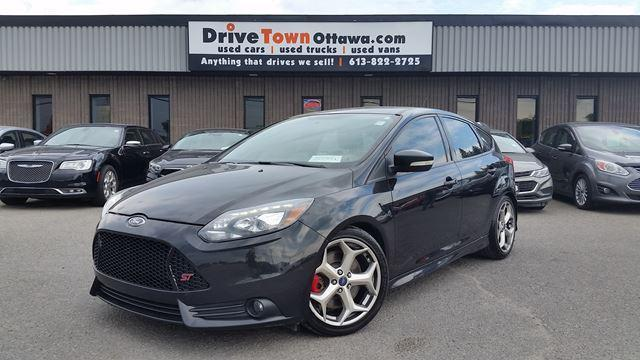 2014 Ford Focus FOCUS ST LEATHER NAV RICARO SEATS = FUN TO DRIVE