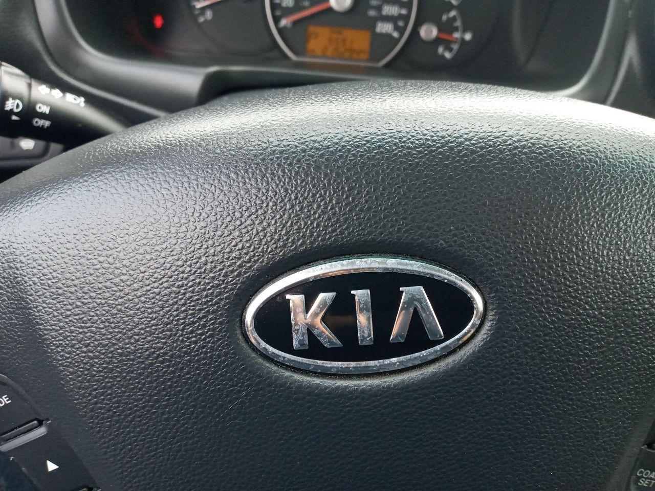 2012 Kia Rondo