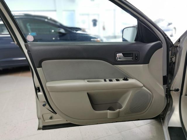 2010 Ford Fusion SE Photo8