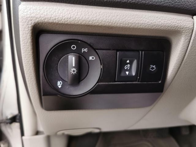 2010 Ford Fusion SE Photo10