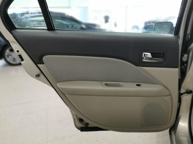 2010 Ford Fusion SE Photo24