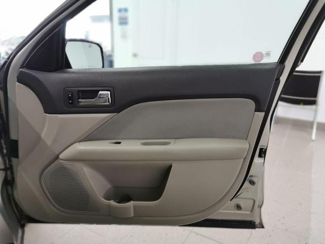2010 Ford Fusion SE Photo29
