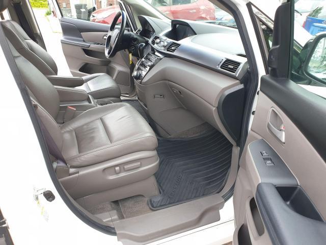 2011 Honda Odyssey Touring Photo11