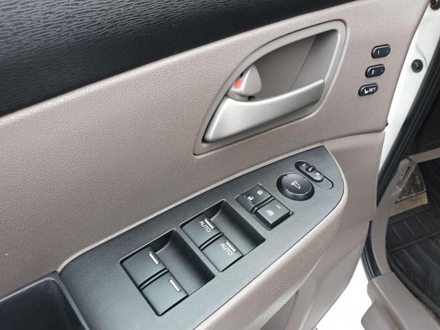 2011 Honda Odyssey Touring Photo24