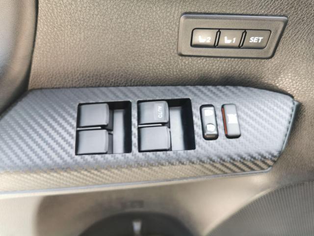 2015 Toyota RAV4 LIMITED  Photo9
