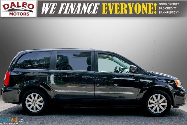 2013 Chrysler Town & Country TOURING / BACKUP CAM / POWER REAR HITCH / REAR A/C Photo9
