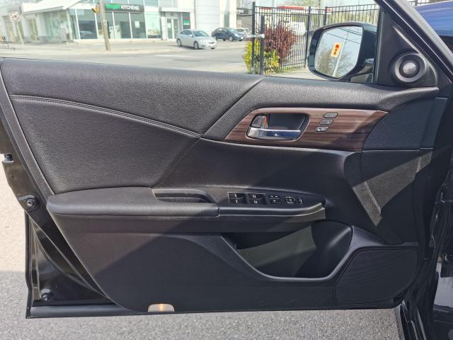 2016 Honda Accord Touring Photo11