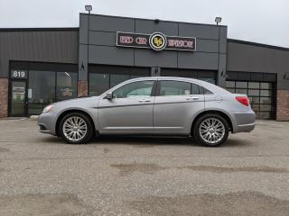 Used 2014 Chrysler 200 4dr Sdn Limited for sale in Thunder Bay, ON