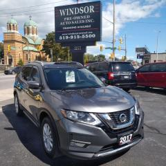 Used 2017 Nissan Rogue SV AWD for sale in Windsor, ON