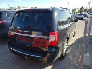 Used 2014 Chrysler Town & Country Limited 3.6L V6 for sale in Barrie, ON