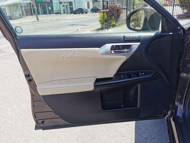 2013 Lexus CT 200h  Photo24