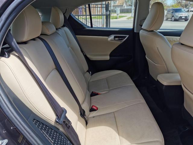 2013 Lexus CT 200h  Photo30
