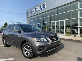 Used 2017 Nissan Pathfinder AWD SV 7 places for sale in St-Eustache, QC