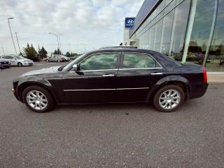 Used 2010 Chrysler 300 LIMITED RWD AUTOMATIQUE CUIRE TOIT OUVRANT for sale in Ste-Julie, QC