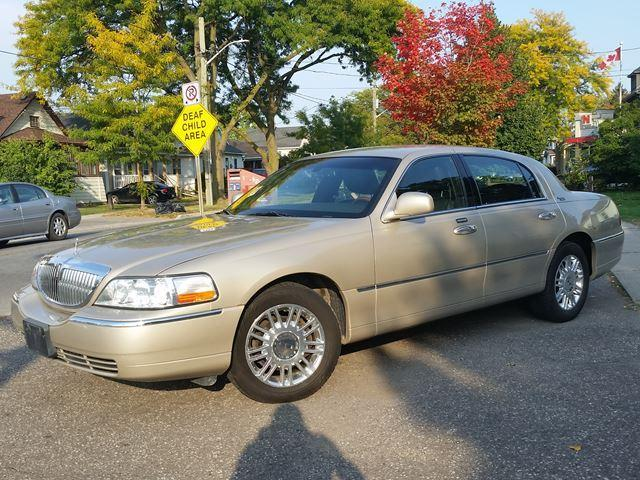 2011 Lincoln Town Car Signature Limited Heated Leather & Chrome Wheels Last Year of Production