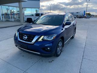 Used 2018 Nissan Pathfinder SV Tech for sale in Tilbury, ON