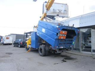 Used 2007 International 4400 bucket dump for sale in North York, ON