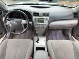 2009 Toyota Camry LE Photo24