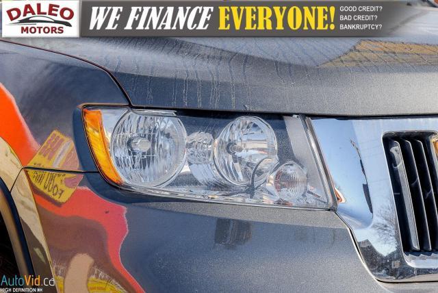 2012 Jeep Grand Cherokee Laredo / 4WD / LEATHER / PANO / HEATED SEATS Photo2