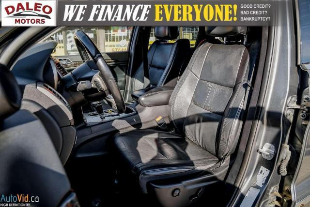 2012 Jeep Grand Cherokee Laredo / 4WD / LEATHER / PANO / HEATED SEATS Photo11